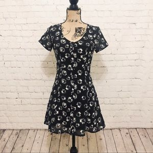H&M BUTTON FRONT FLORAL 90S SHORT SLEEVED DRESS
